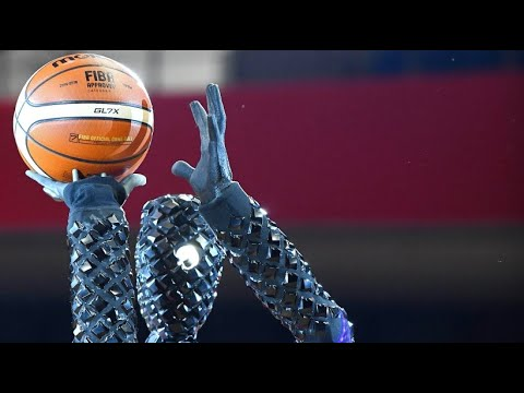 Roboter spielen Basketball, lehren Sprachen und arb ...