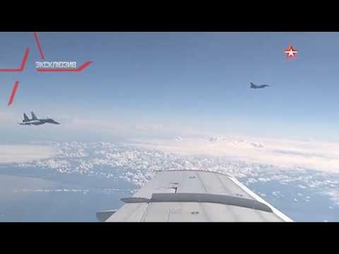 Истребитель Су-27 отгоняет F-16 НАТО от самолета Шойгу (видео)