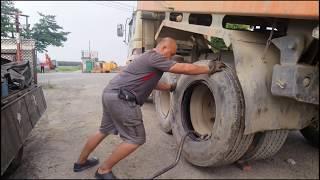 Video 砂石車換輪胎((後輪 MP3, 3GP, MP4, WEBM, AVI, FLV Januari 2019