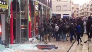 Francuscy imigranci demolują sklepy