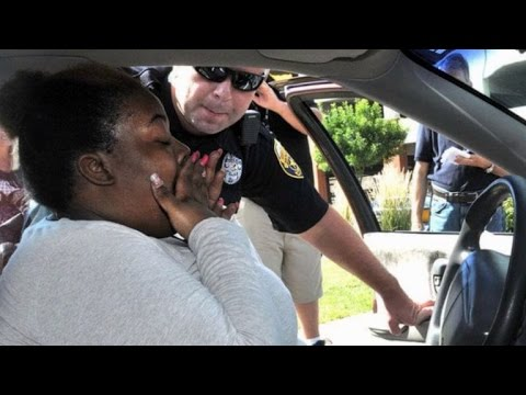 Police Officer Surprises Single Mother With New Car After Hers Was Totaled