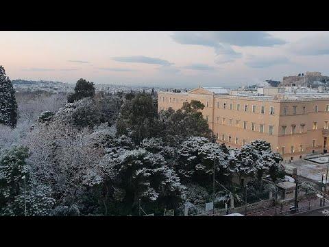 Χιόνι ακόμη και στην πλατεία Συντάγματος (εικόνες & βίντεο)…