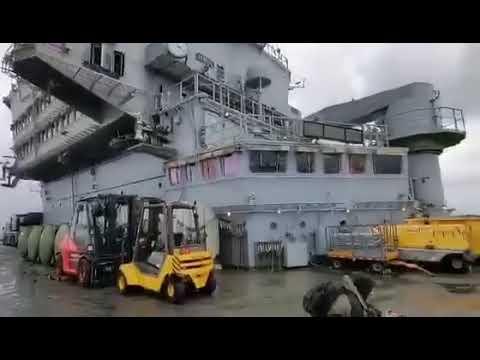 "Video - Εντυπωσιακές εικόνες: Το ""Σάρλ Ντε Γκωλ"" αγκυροβολημένο στο λιμάνι της Λεμεσού"
