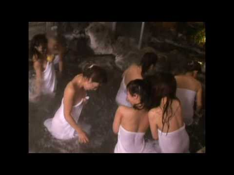 女生們泡溫泉打水仗,過程都被錄下來了!