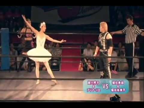 芭蕾舞者竟然敢向摔角選手挑戰!?到底誰會贏阿?