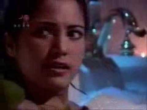 Lilibeth Morillo in Viva la Pepa singing in a jakuzi