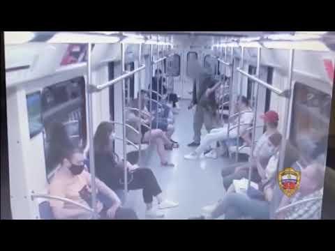Пьяный подкат с ножом в метро