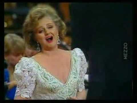 "Edita GRUBEROVA sings ""Dolina, dolina"" (Slovak Songs by Valley)"