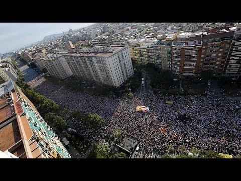 Βαρκελώνη: Μαζική διαδήλωση υπέρ της ανεξαρτησίας από τη Μαδρίτη