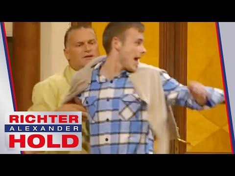 Verdächtiger Zeuge versucht zu fliehen! | 2/2 | Richter Alexander Hold | SAT.1