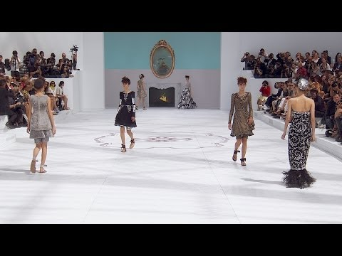 Chanel - More on http://chanel-news.com Full film of the CHANEL Fall-Winter 2014/15 Haute Couture fashion show that took place on July 8th, 2014 at the Grand Palais i...