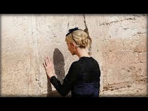 NOBODY COULD BELIEVE THE HEART WRENCHING THING IVANKA LEFT IN A HOLE IN THE WESTERN WALL (видео)