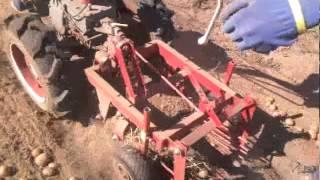 Камянская картофелекопалка для мотоблока Мотор Сич Видео 1