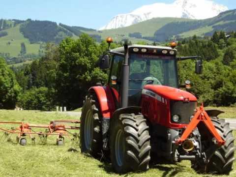 DES tracteurs agricoles et quelques moissoneuse
