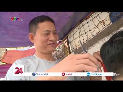 Cắt tóc vỉa hè- dù không còn phổ biến như xưa, nhưng ở Hà Nội, đó đã từng được coi là 1 đặc sản @ vcloz.com
