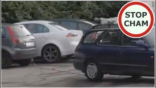 Stary dziad odholowuje zaparkowane auto i rozwala budkę z kebabem