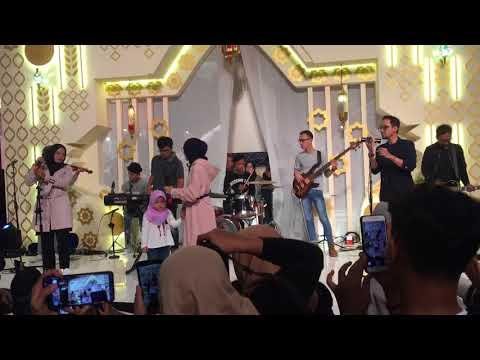 Download Video Deen Assalam & Ya Jamalu - SABYAN GAMBUS (At Kota Kasablanka)