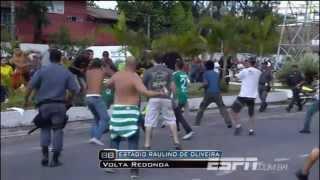 Torcedores do Flamengo atacaram os fãs do Palmeiras próximo a um dos portões de entrada do estádio Raulino de Oliveira,...