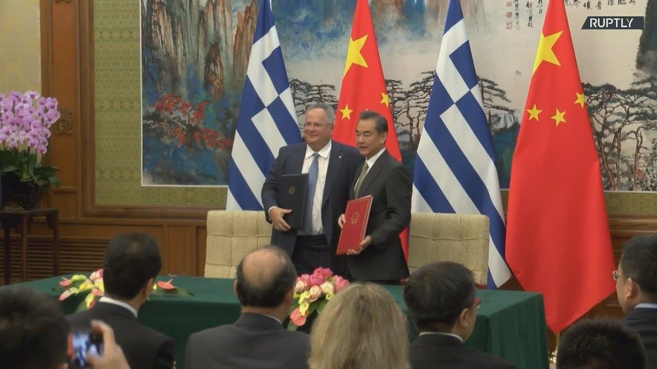 Στην Κίνα ο Νίκος Κοτζιάς συναντήθηκε με τον Κινέζο ομόλογο του Wang Yi