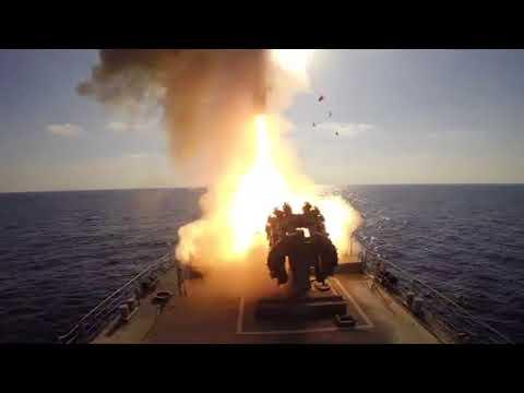 Пуски крылатых ракет «Калибр» фрегатом «Адмирал Эссен» пообъектам ИГИЛ вСирии