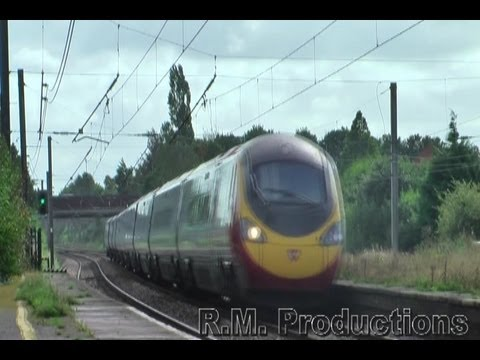 Virgin Voyager and Pendolino cross at Leyland 29-09-12