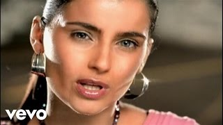 Music video by Nelly Furtado performing Forca. (C) 2004 Geffen Records.