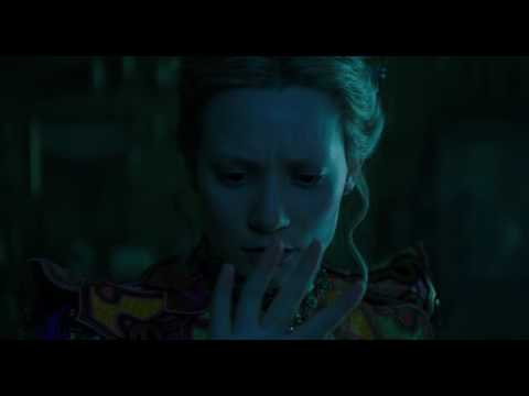 Alice Through the Looking Glass (Clip 'Through the Mirror')