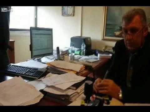 Το βίντεο της εισβολής στο γραφείο του Διευθυντή στη ΔΟΥ Αγρινίου!