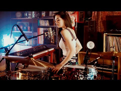 Video Foo Fighters Meets 70's Bobby Caldwell - Live Looping Mashup by Elise Trouw download in MP3, 3GP, MP4, WEBM, AVI, FLV January 2017