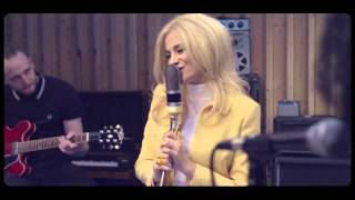 Pixie Lott - Royals (Lorde Cover) lyrics (German translation). | I've never seen a diamond in the flesh