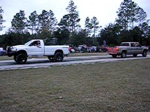 Dodge 2500 vs. Chevy 2500 tug-of-war battle
