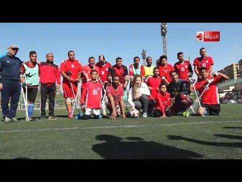 ريهام سعيد تلعب كرة القدم مع فريق من ذوي القدرات الخاصة