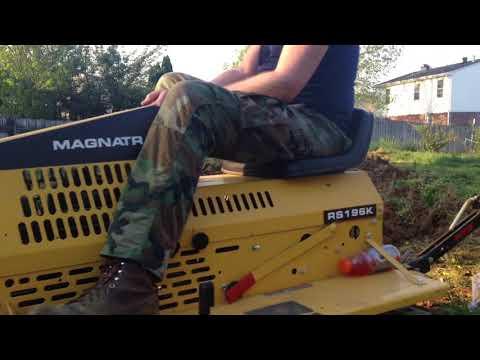 C. F. Struck Magnatrac RS-196K  mini dozer plowing. (видео)