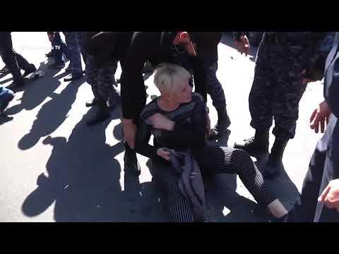 Ոստիկանությունն ուժի կիրառմամբ բացեց մոտ 2 ժամ արգելափակված Կիևյան փողոցը - DomaVideo.Ru