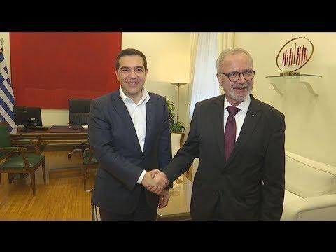 Συνάντηση του Αλέξη Τσίπρα με τον πρόεδρο της ΕΤΕπ Βέρνερ Χόγιερ