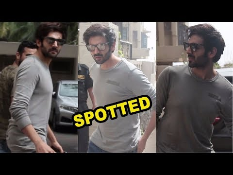 Kartik Aryan Spotted at Juhu