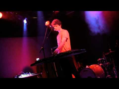 Back after a troublesome gig in 2010: @idiot_glee @Incubated_/@013. Great songs! [video] #bks13