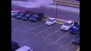 Carro choca con muro en la Luperón