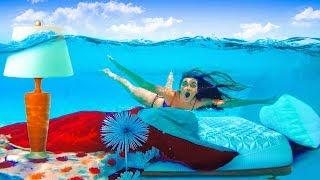 Video I Moved my Sisters Room Underwater (PRANK) Mattress in Pool! MP3, 3GP, MP4, WEBM, AVI, FLV Juni 2018