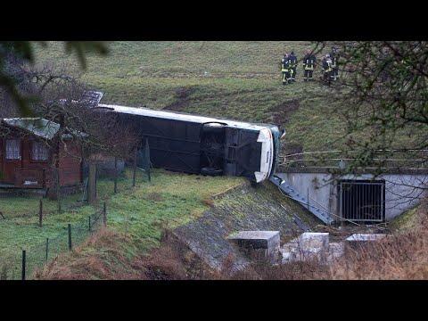 Tote und Verletzte bei Schulbusunfall in Thüringen