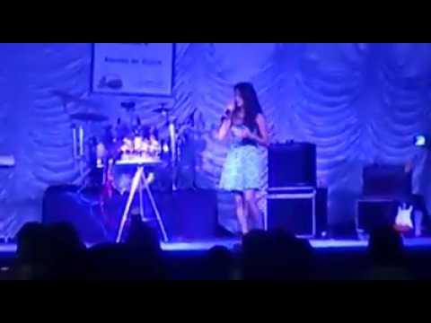 Rebeca Hadassa - Haleluia ( Festival de Música em Abadia de Goiás, Outubro de 2014 )