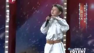 Rơi nước mắt vì tiếng hát của cậu bé 12 tuổi