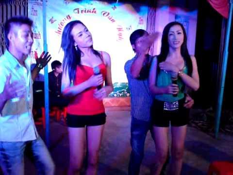 Pê đê hát rong - Bạc Trắng Tình đời hót nhất 2013