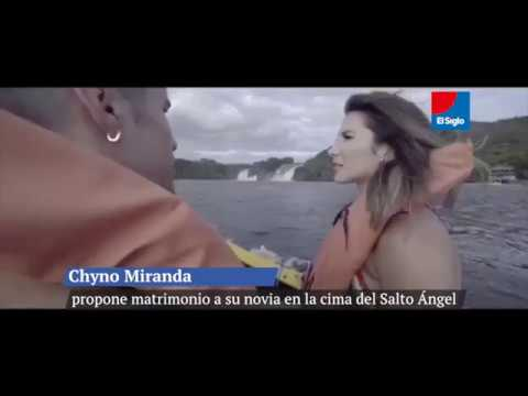 Chyno Miranda propone matrimonio a su novia en la cima del Salto Ángel.