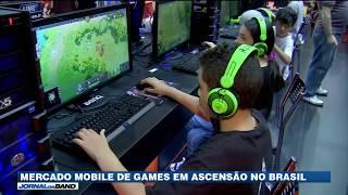 O celular tem sido cada vez mais usado para jogos online. Uma pesquisa recente mostra que os smartphones já superam os tradicionais consoles de games na preferência dos brasileiros. E as mulheres lideram essa transição.