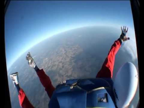 PAC - Hi! Learn to skydive with Accelerated Freefall Skydiving course in France (Royan). Here is the French 