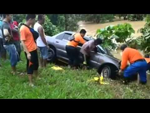 Hulu Terengganu Floods | Close Shave for Driver