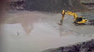 Video Excavator vs buaya MP3, 3GP, MP4, WEBM, AVI, FLV Desember 2018