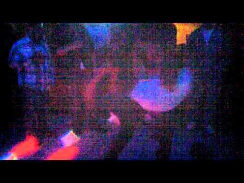 arcangel baila borracho con otro hombre