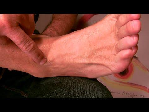 massaggio piede distorsione caviglia